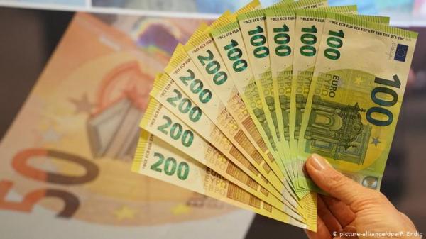 الألماني يحتفظ بأكثر من ألف يورو بعيداً عن البنوك.. ما السبب؟