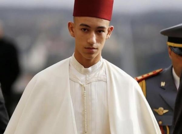 """حصريا: الأمير مولاي الحسن """"شعل العافية"""" في المسؤولين ديال الصخيرات والساكنة مبتهجة جدا بتدخله"""