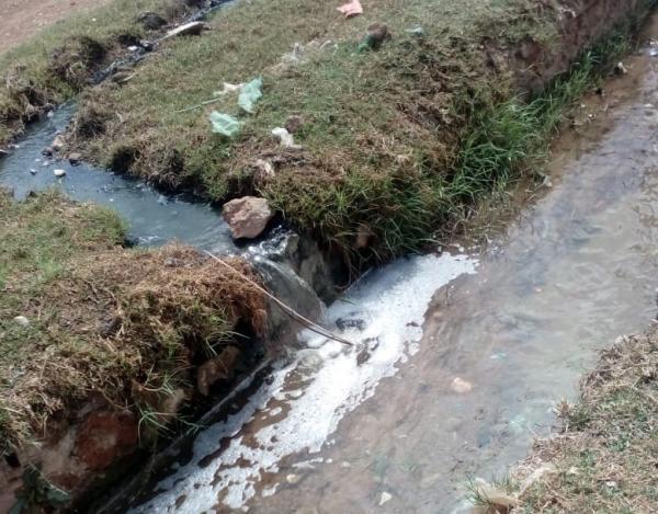 مواطنون يشتكون من كارثة بيئية جراء تسرب مياه الواد الحار لساقية تُسقى بها الحقول والأراضي الفلاحية