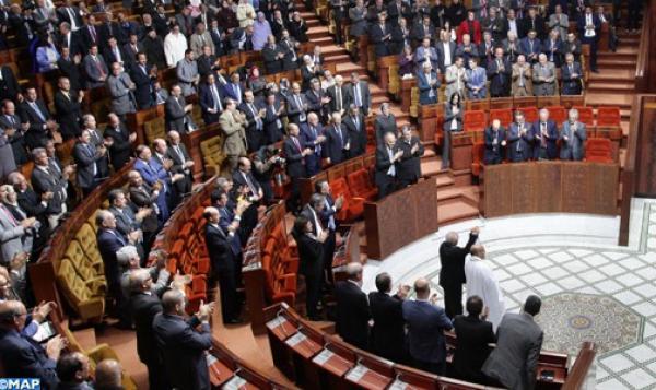 """الأغلبية البرلمانية تستدعي """"أخنوش"""" و""""أمزازي"""" و""""العلمي"""" وتسائلهم"""