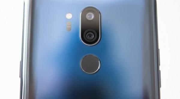 الهواتف الذكية الزجاجية.. مزايا وعيوب