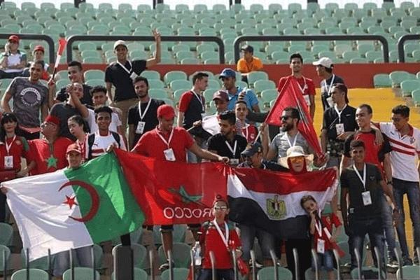"""""""خاوة خاوة"""".. حملة تشجيع جماعي للمنتخين المغربي والجزائري تشعل مواقع التواصل"""