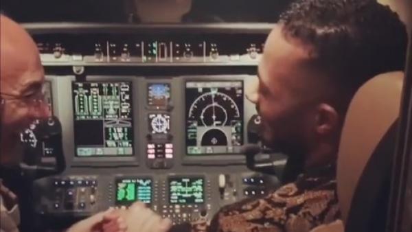"""""""محمد رمضان"""" يتسبب في كارثة لقائد طائرة مصرية بتصرفه المتهور"""