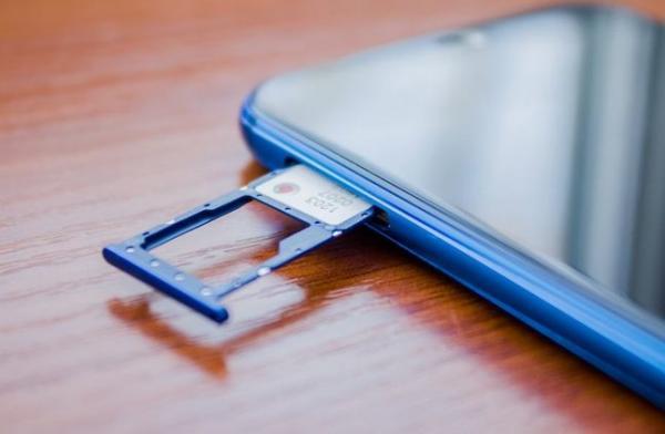 صدمة أخرى :  وداعا لفتحات بطاقات الذاكرة SD في هواتف هواوي