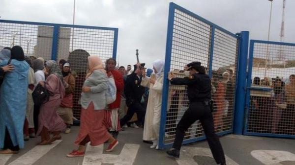 ردا على الحصار المغربي...إسبانيا تقرر إغلاق معبر باب سبتة بدءا من هذا التاريخ