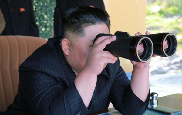 """كوريا الشمالية تطلق """"مقذوفين غير محددين"""""""
