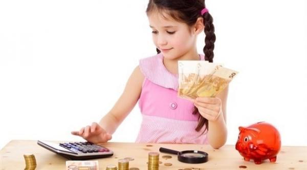 شركة فرنسية تبتكر بطاقة اقتراض وإدارة المصروف خاصة بالأطفال