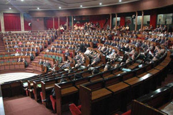 برلمانيون سابقون يهددون باللجوء إلى القضاء بسبب تقاعدهم