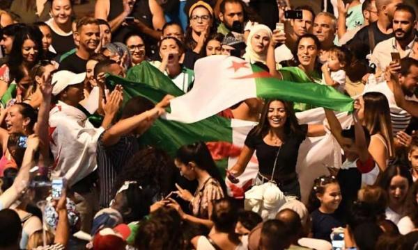الجزائريون يكتسحون شوارع القاهرة قبيل النهائي الحلم