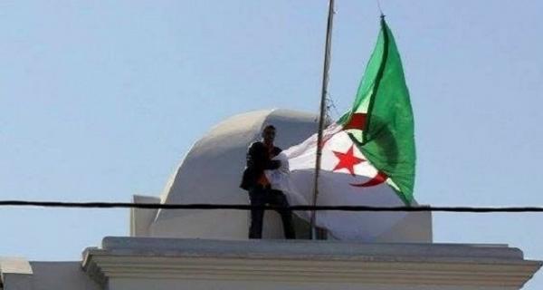 """الجزائر تجمد علاقاتها السياسية مع المغرب بسبب الحكم الصادر ضد """"النعناع"""""""