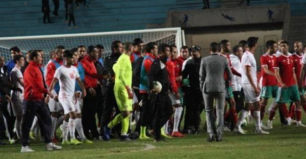 بالفيديو: اشتباك بالأيدي بين لاعبي منتخبي المغرب وتونس.. والأمن يتدخل
