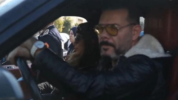 """مواطنون يحاصرون """"عادل الميلودي"""" وزوجته وهذا ما تقرر في قضية رفض الاعتراف بأبنائه (فيديو)"""