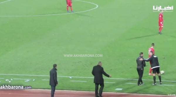 شاهد كيف احتج مدرب الرجاء جمال السلامي على حكم مباراة وجدة