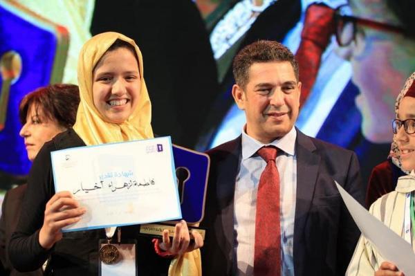 """هل تعيد الطفلة المغربية """"فاطمة الزهراء"""" النجاح الباهر لمواطنتها """"مريم أمجون"""" في """"تحدي القراءة العربي""""؟"""
