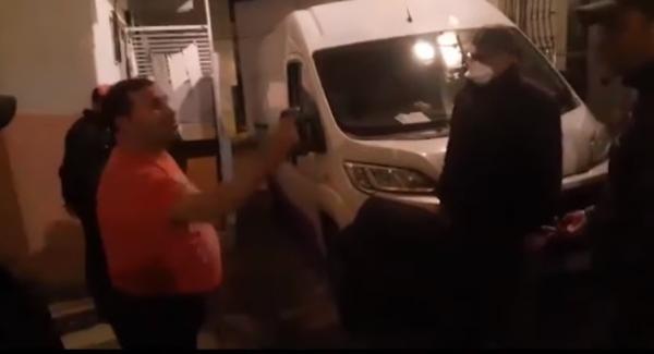 بالفيديو..هكذا تدخلت سلطات المضيق لإعادة جزائريين طردهما صاحب المنزل الذي يكتريانه