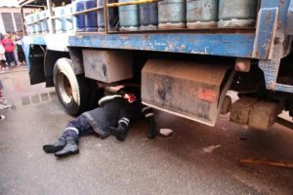 """مأساة...شاحنة محملة بـ""""البوطا"""" تزهق روح طفل أمام أنظار عائلته بالدار البيضاء"""