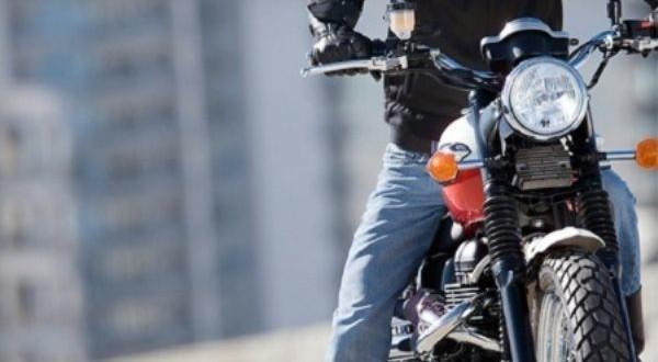 عيش نهار تسمع خبار... هذه هي الحيلة التي لجأ إليها لص يركب دراجة هوائية لسرق دراجة نارية من تلميذة