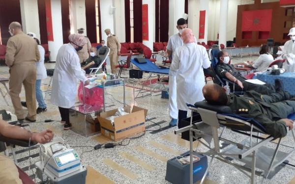بالفيديو...رجال القوات المساعدة يلبون نداء الوطن ويقومون بحملة واسعة للتبرع بالدم