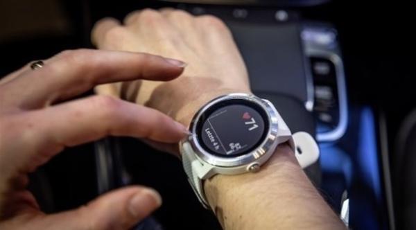 غارمن تطلق ساعة ذكية لأصحاب سيارات مرسيدس