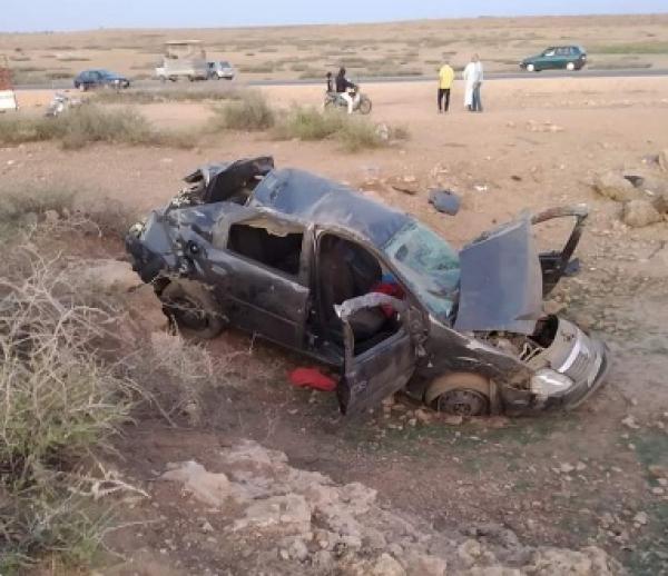 بالصورة...انقلاب سيارة خفيفة يخلف قتيلا ونقل سيدة بين الحياة والموت للمستعجلات