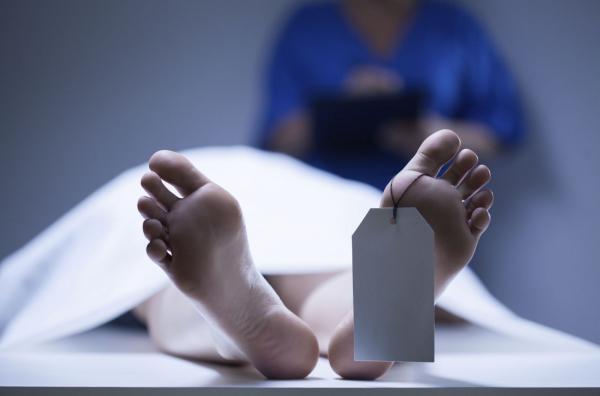 في حادث وحشي...شخص يقتل زوجته الشابة ويمثل بجثتها أمام أنظار طفلتيهما من أجل مبلغ بسيط