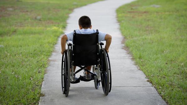علماء روس يخترعون كرسي متحرك لذوي الاحتياجات الخاصة يمكن التحكم فيه عن طريق النظر أو إشارات من الدماغ