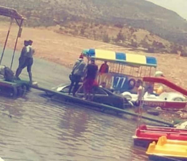 مرة أخرى... رحلة سياحية تتحول إلى حادثة غريبة بِغرق سيارة بالبحيرة