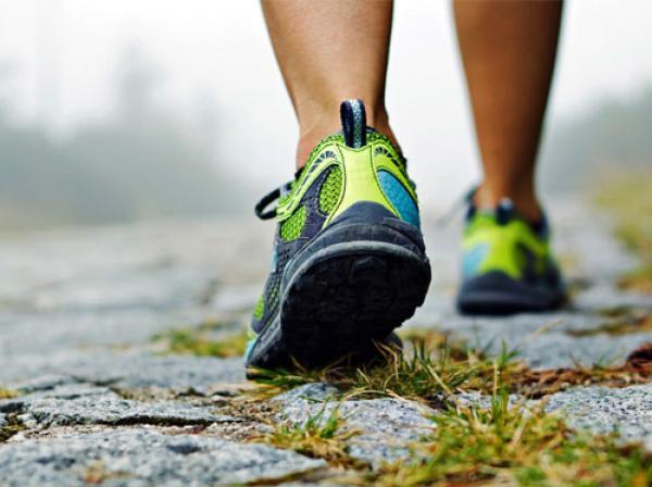 دراسة.. المشي ببطء إشارة تحذير من أمراض خطيرة