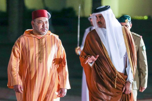 الملك يحل بقطر في أول زيارة له بعد الأزمة الخليجية
