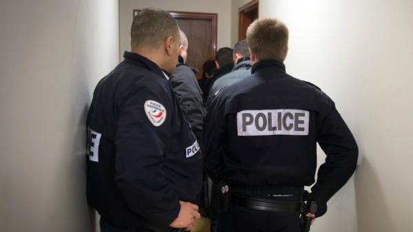 """بعد """"لمجرد""""...الأمن الفرنسي يعتقل فنانا كوميديا مغربيا معروفا ويسحب جواز سفره بعد تورطه في فضيحة جنسية"""