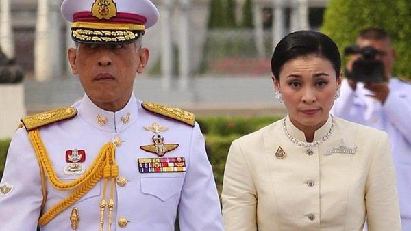 لهذا السبب..ملك تايلاند يجرد زوجته الجديدة من ألقابها الملكية!