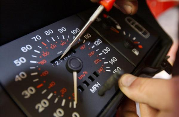 طرق بسيطة لكشف التلاعب في عداد السيارة المستعملة قبل الشراء