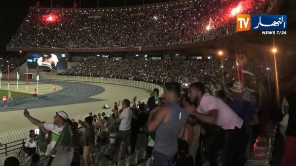 ملعب 5 جويلية بالعاصمة الجزائر ينفجر بعد هدف محرز