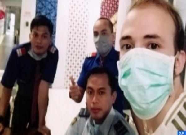 سفارة المغرب بإندونيسيا ترد على ما نُشر حول مغربي علق في مطار جاكرتا
