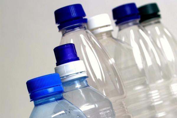 هل ماء الزجاجات البلاستيكية خطير لهذا الحد ؟
