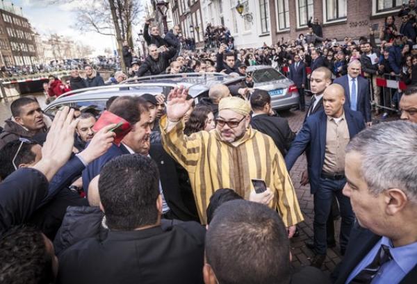 مغاربة الخارج ينوهون بالالتفاتة الملكية ويشيدون باهتمام جلالته الدائم بأبناء شعبه