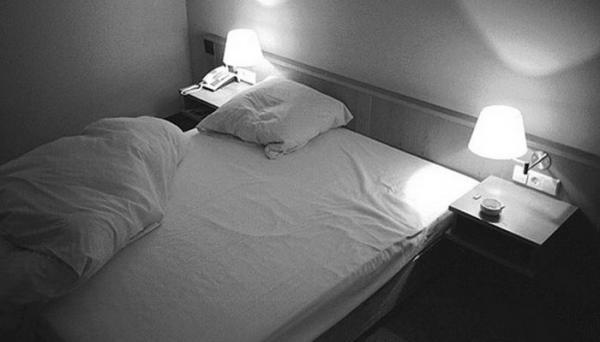 ردوا البال...العثور على كاميرات مراقبة فوق أسرة غرف أحد الفنادق الفخمة