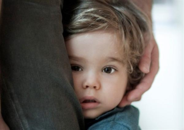 تعرفي على أسباب خجل طفلك وأفضل طرق تربوية للتعامل معه