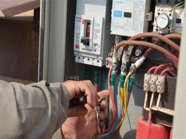 """الـ """"ONEE"""" يكشف أسباب انقطاع التيار الكهربائي لأزيد من أسبوعين عن جماعة يرأسها وزير"""