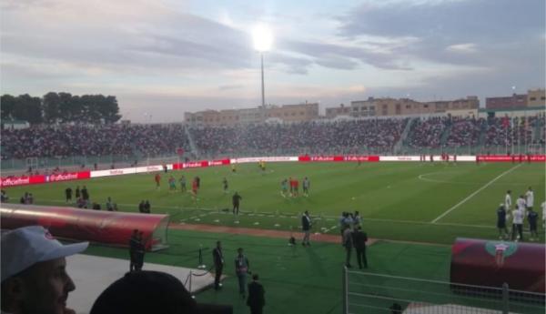 المنتخب المغربي يتعادل وديا أمام نظيره الليبي في مباراة تألق فيها الجمهور الوجدي (فيديو)