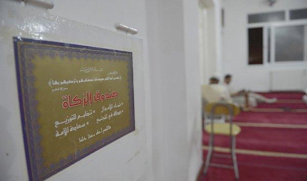 دولة عربية تسحب صناديق الزكاة من المساجد!
