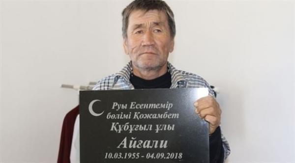رجل يعود إلى أهله بعد شهرين من دفنه