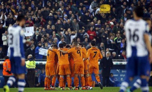 ريال مدريد يتغلب على إسبانيول بشق الأنفس ويطارد برشلونة بالصدارة