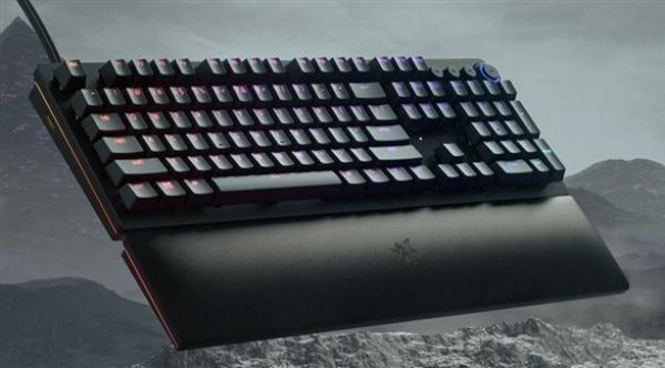 ريزر تطلق لوحة مفاتيح لألعاب التصويب والسباقات
