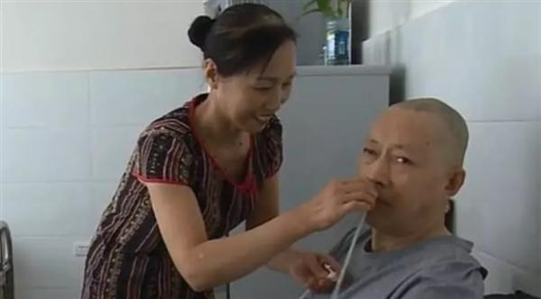 رجل صيني يستيقظ من غيبوبة بعد 5 سنوات من عناية زوجته