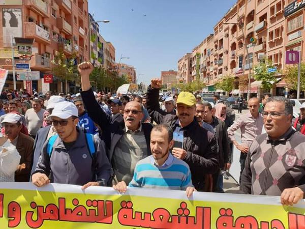 مسيرة حاشدة تجوب شوارع بني ملال ترفض الإجهاز على المدرسة العمومية