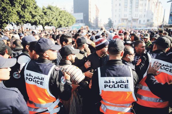 """""""البام"""" يستدعي الوزير العلمي وبنشعبون إلى البرلمان على خلفية احتجاجات """"التجار"""""""
