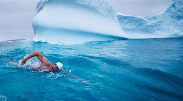 السباحة في المياه الباردة تساعد على خسارة الوزن