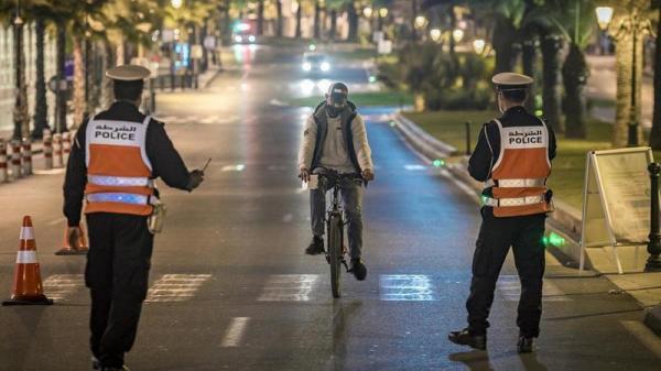"""بالفيديو: عمال مهددون بـ""""الطرد"""" بسبب قرار حظر التجوال الليلي"""