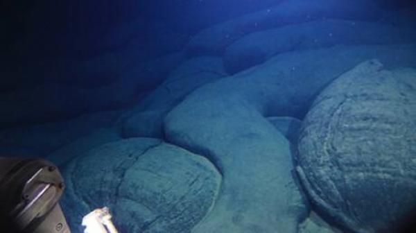 اكتشاف بركان صغير في أعماق المحيط الهادئ يكشف خبايا طبيعة الأرض